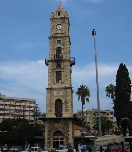 Ο Πύργος Ρολογιού του Σουλτάνου Αμπντούλ Χαμίντ στην Τρίπολη, οθωμανικό κατάλοιπο, είναι κεντρικό σημείο της πόλης.