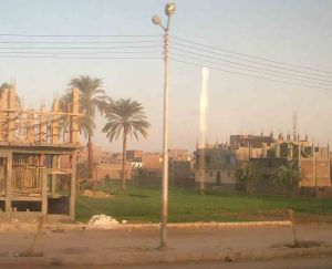 Επέκταση των οικισμών στην Κοιλάδα του Νείλου, όπως φαίνονται από το τρένο Λουξόρ-Ασουάν.