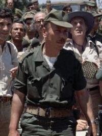 Ο Σαάντ Χαντάντ, αρχηγός του Νότιο-Λιβανέζικου Στρατού. Μετά την οριστική αποχώρηση του ισραηλινού στρατού το 2000 από το Νότιο Λίβανο, τα μέλη του στρατού θεωρήθηκαν προδότες και καταδιώχθηκαν. Πολλοί κατέφυγαν και ζουν μέχρι σήμερα στο Ισραήλ. Πηγή: histoiremilitairedumoyenorient.wordpress.com