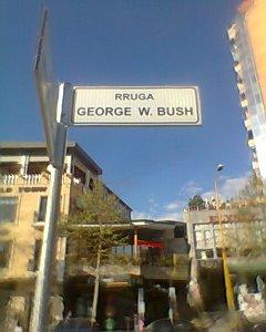 Η Αλβανία είναι ίσως η μοναδική χώρα στον κόσμο που ο υιός Μπους τιμάται δίνοντας το όνομά του σε κεντρικό δρόμο της πρωτεύουσας. Οι Αλβανόι δεν ξεχνούν το ρόλο των ΗΠΑ στην ανεξαρτησία του Κοσσυφοπεδίου.