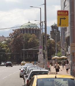 Η Σόφια περηφανεύεται για τη γειτνίαση των ναών όλων των κύριων θρησκειών της περιοχής (από πάνω προς τα κάτω: Ισλάμ, Εβραϊσμός, Ορθοδοξία) στο κέντρο της.