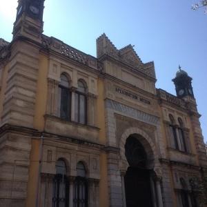 Το Γενί Τζαμί στη Θεσσαλονίκη, κτισμένο το 1902, ήταν χώρος λατρείας κυρίως για τους ντονμέδες, μέχρι και την ανταλλαγή πληθυσμών. Σήμερα χρησιμοποιείται ως Αρχαιολογικό Μουσείο.