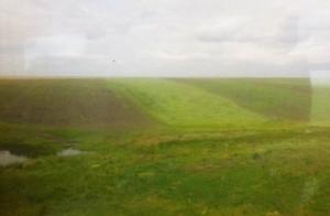 Τυπική εικόνα από την εξοχή της  επίπεδης Μεγάλης Βλαχίας: κυριαρχούν οι καλλιεργούμενες εκτάσεις (κυρίως δημητριακά), βοσκοτόπια και μικρές λίμνες.