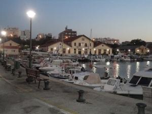 Το Λιμάνι της Αλεξανδρούπολης, λίγο πριν την ανατολή.