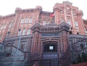 Η Μεγάλη του Γένους Σχολή στο Φανάρι. Σήμερα επιβιώνει μάλλον κυρίως χάρη στους αραβόφωνους Ορθόδοξους.