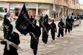 Παρέλαση των στρατιωτών του Ισλαμικού Κράτους στην προσωρινή πρωτεύουσα τους, τη Ράκκα της Συρίας.