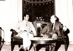 Ο εκ των ιδρυτών του κόμματος Μπάαθ, Μισέλ Αφλάκ (δεξιά), μαζί με τον ακόμα νεαρό τότε Σαντάμ Χουσέιν. Ο Αφλάκ (1910-1989) γεννήθηκε ως Ουνίτης Χριστιανός στη Συρία. Αρχικά μέσα από την αντίδραση στη γαλλική κυριαρχία στη χώρα του, οδηγήθηκε στο στόχο της ένωσης όλων των αραβικών χωρών σε ένα σοσιαλιστικό κράτος. Έπαιξε σημαντικό ρόλο στης προσπάθειες ενοποίησης κατά τις δεκαετίες του '50 και του '60. Πηγή: www.democraticunion.eu