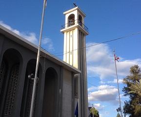 Η Παναγία των Χαρίτων, η εκκλησία των Μαρωνιτών στην παλιά Λευκωσία, με τη σημαία του Λιβάνου.