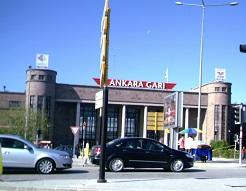 Ο σιδηροδρομικός σταθμός της Άγκυρας, απ' όπου αναχωρεί το τρένο για Ικόνιο.