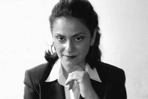 Η Έλλα Χαμπίμπα Σοχάτ, καθηγήτρια Πολιτισμών και Γυναικείων Σπουδών στο πανεπιστήμιο CUNY, είναι Εβραία με καταγωγή από το Ιράκ. Αποδέχεται και την αραβική και την εβραϊκή της ταυτότητα και έχει γράψει πολλά για τον πολιτισμό των Αράβων Εβραίων και τη θέση τους στο ισραηλινό κράτος. Πηγή: http://eyeonpalestine.be/oldeye/en/node/282