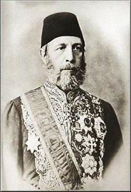Ο Κωνσταντινουπολίτης Αλέξανδρος Καραθεοδωρής Πασάς (1833-..) διορίστηκε στο οθωμανικό Υπουργείο Εξωτερικών και υπηρέτησε την Οθωμανική Αυτοκρατορία από πολύ ψηλά πόστα (Υφυπουργός Εξωτερικών, Ηγεμόνας της Σάμου, Πρέσβης στη Ρώμη, Διοικητής Κρήτης). Διαπραγματεύτηκε εκ μέρους των Οθωμανών τη Συνθήκη του Βερολίνου το 1878, με την οποία πέτυχε να μείνει η Μακεδονία υπό οθωμανική διοίκηση (αντί βουλγαρικής). http://www.s-karatheodoris.gr/oikogeneia-karatheodori/-karatheodorides/