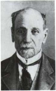 Ο Παύλος Καρολίδης γεννήθηκε το 1849 στην Καππαδοκία και σπούδασε στη Σμύρνη, την Αθήνα και το Τούμπινγκεν, πριν γίνει διοριστεί καθηγητής Ελληνικής Ιστορίας στο Πανεπιστήμιο Αθηνών. http://www.greekencyclopedia.com/karolidis-pavlos-andronikio-kappadokias-1849-athina-1930-p2626.html