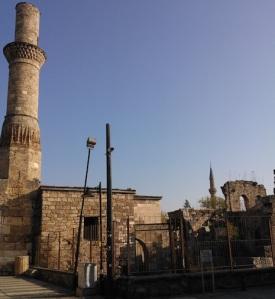 Ο Κεσίκ (σπασμένος) μιναρές στο Καλεϊτσί. Στο χώρο αυτό υπήρχε αρχικά ρωμαϊκός ναός, ο οποίος γκρεμίστηκε και στα θεμέλια του χτίστηκε χριστιανική εκκλησία. Μετά από πολλές αλλαγές από εκκλησία σε τζαμί και αντίστροφα, ανάλογα με τον εκάστοτε κατακτητή, λειτουργεί σήμερα απλά ως αρχαιολογικό μνημείο.