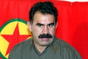 """Ο Αμπντουλάχ Οτζαλάν ή """"Άπο"""", με τη σημαία του ΡΚΚ. http://www.thetimes.co.uk/tto/news/world/europe/article3716538.ece"""