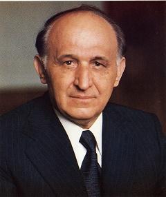 Ο Τόντορ Ζβίκοφ ήταν Γ.Γ. του Κομμουνιστικού Κόμματος Βουλγαρίας από το 1954 ως το 1989. Η απόφαση το 1984 για την αλλαγή των τουρκικών ονομάτων σε βουλγάρικα ήταν προσωπικά δική του και εφαρμόστηκε άμεσα - το Πολιτικό Γραφείο βρέθηκε ουσιαστικά προ τετελεσμένων. http://www.sjsu.edu/faculty/watkins/bulgaria.htm
