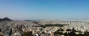 Άποψη του Λεκανοπεδίου από τα Τουρκοβούνια. Ανάμεσα στους διαβρωμένους ασβεστολιθικούς λόφους με τις απότομες πλαγιές (Λυκαβηττός, Ακρόπολη) στα αριστερά και στους πρόποδες του Αιγάλεω στα δεξιά, απλώνεται μια μεγάλη σχετικά επίπεδη έκταση γύρω από την κοιλάδα του Κηφισού.