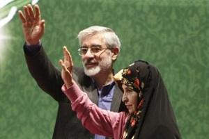 Ο Μιρ Χοσεΐν Μουσαβί μαζί με τη γυναίκα του Ζαχρά Ραχναβάρντ (πρώην καθηγήτρια του Πανεπιστήμιου Αλ Ζαχρά της Τεχεράνης) ηγετικές φυσιογνωμίες του Πράσινου Κινήματος. http://www.welt.de/politik/article3837638/Im-Iran-praegt-eine-Frau-den-Wahlkampf.html
