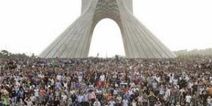 Εικόνα από το κέντρο της Τεχεράνης. http://therighthuman.blogspot.gr/2010/06/iran-green-revolution-one-year-on.html