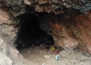 Σπήλαιο σε ασβεστολιθικό πέτρωμα στο Λόφο Φιλοπάππου.