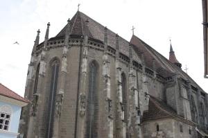 Η λουθηρανική Μαύρη Εκκλησία, το σύμβολο της πόλης, είναι ένα ακόμα κατάλοιπο της γερμανικής Ιστορίας της πόλης.