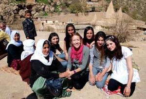 Γιαζιντίτες στον τάφο του Σεΐχη Αντί, στην κοιλάδα Λαλίς. http://www.alamy.com/stock-photo-yazidi-kurds-at-the-tomb-of-sheikh-adi-in-lalish-in-the-foothills-53715227.html