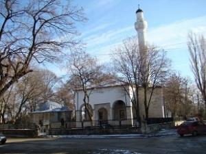 Το τζαμί Οσμάν Πασβάνογλου με την Βιβλιοθήκη στα αριστερά. http://www.panoramio.com/photo_explorer#view=photo&position=32062&with_photo_id=56543337&order=date_desc&user=6063809