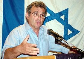 Τα βιβλία του Μπένι Μόρις σχετικά με το προσφυγικό πρόβλημα γέννησαν πολλές αντιδράσεις, αν και ο ίδιος έκανε μια καθαρά φιλο-σιωνιστική στροφή. Αν και αναγνωρίζει η παλαιστινιακή έξοδος ήταν σε μεγάλο ποσοστό το επιθυμητό αποτέλεσμα της ισραηλινής πολιτικής, φτάνει στο σημείο να τη θεωρήσει αυτή δικαιολογημένη, ως τη μόνη που θα μπορούσε να φέρει σταθερότητα και ειρήνη. Αυτές οι απόψεις τον έκαναν αντιπαθή και στο αντι-σιωνιστικό και φιλο-παλαιστινιακό στρατόπεδο. http://www.frontpagemag.com/fpm/97766/near-lynching-prof-benny-morris-steven-plaut