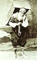 Το επάγγελμα του χαμάλη στη Θεσσαλονίκη ήταν ένα απ' αυτά που συχνά ασκούσαν Εβραίοι. http://www.imma.edu.gr/macher/hm/hm_main.php?el/D5.7.html